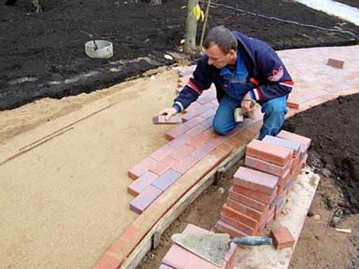 Укладка тротуарной плитки на песок своими руками